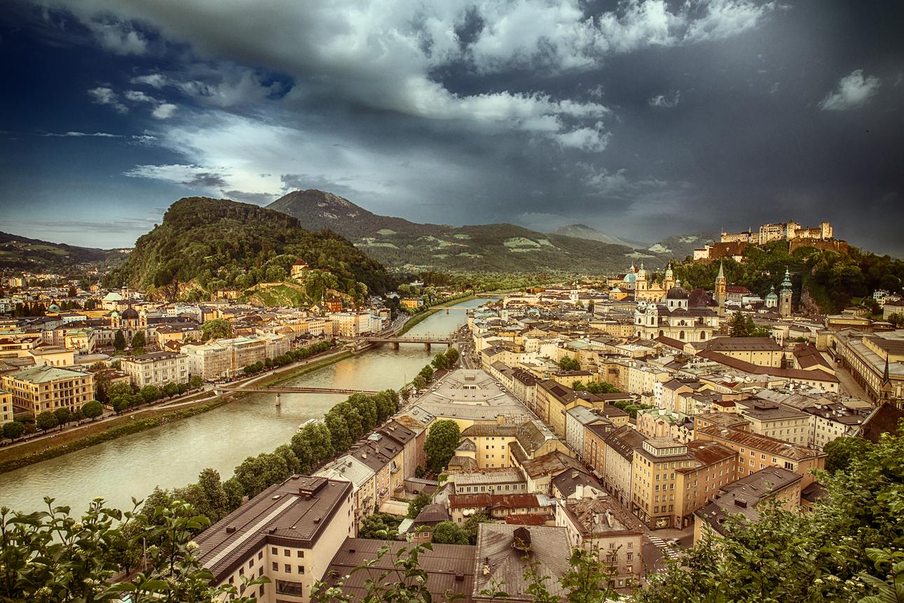 WEB Fotokurse Salzburg Goldene Stunde blaue Moenchsberg Altstadt DSC0478